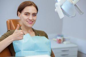 ¿Cómo es el postoperatorio de los implantes dentales?
