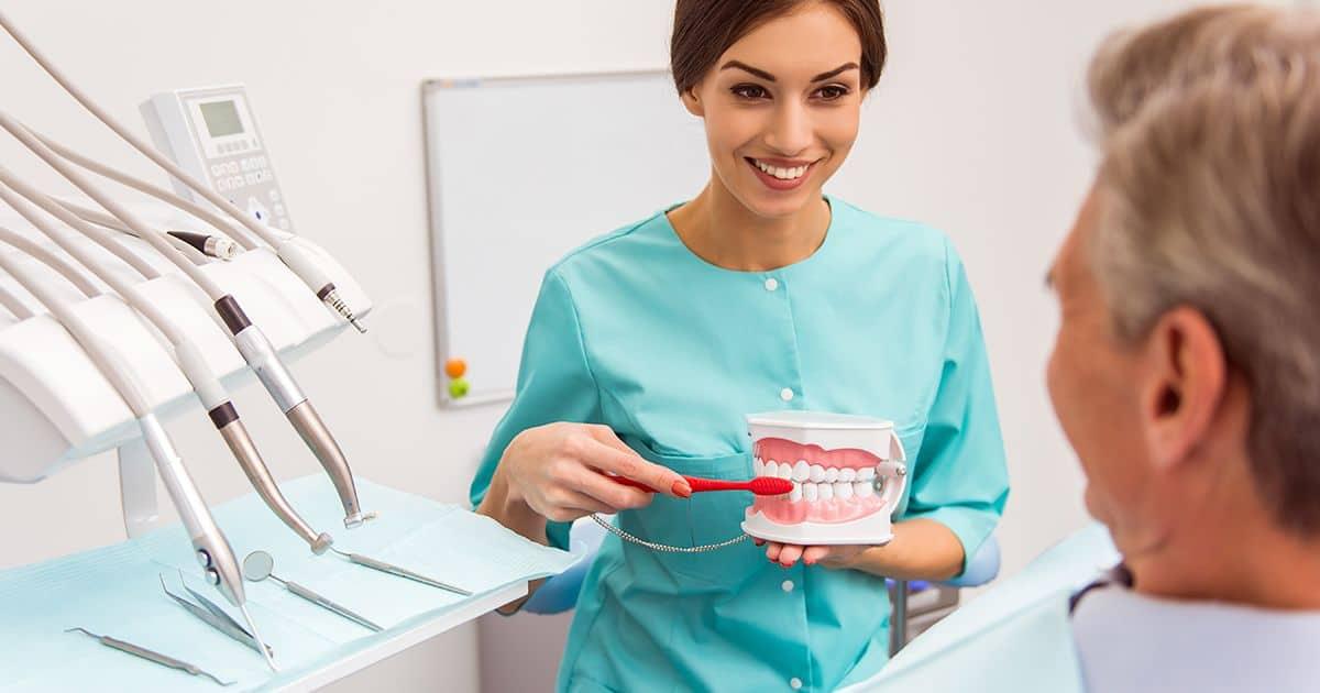7 formas de cuidar tus implantes dentales