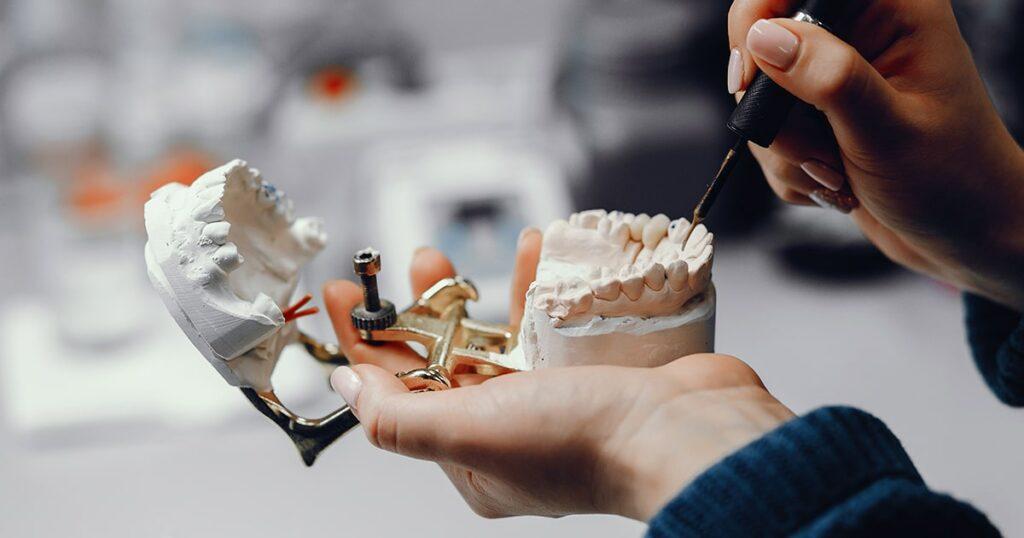 Zirconio, el mejor material para un implante dental